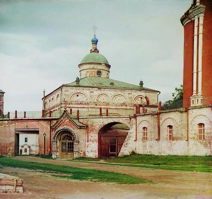 Бывшая великокняжеская церковь во имя Архистратига Михаила рядом с Успенским собором. Рязань. 1912 год.
