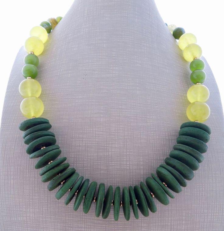 Collana con agata verde, perle gialle in vetro e dischi cocco, gioielli esotici
