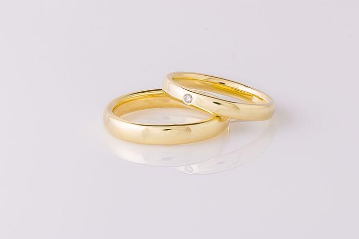 Klassiek en toch eigentijds, trouwringen met ovale doorsnede en fijne pasvorm. Hoogglans met diamant.