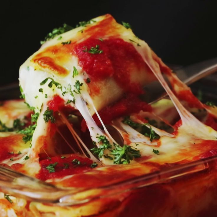 How to make Lasagna rolls.   6 lasagna sheets 4 oz. frozen spinach 7 oz. cottage cheese 3 tbsp cheddar cheese 4 oz. mozzarella cheese 1 egg 1 clove garlic salt and pepper 10 oz. tomato sauce *Spicy Spaghetti Sauce* olive oil parsley