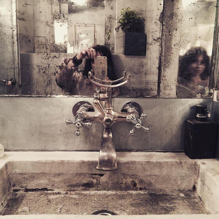 The devil's in the details ... På Oslos absolut coolaste frisörsalong @gevir Shit Pomfritt!!! Åk hit! Tack för mys, mat, prat & mums! @mariamena_official @renpoesi #marieolssonnylander#mointerior#hair#saloon#hairinspo #vintage #interior#inredning#inspiration#happypeople###