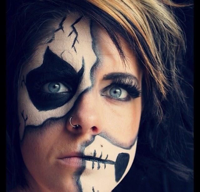 Skull makeup. Avante garde.