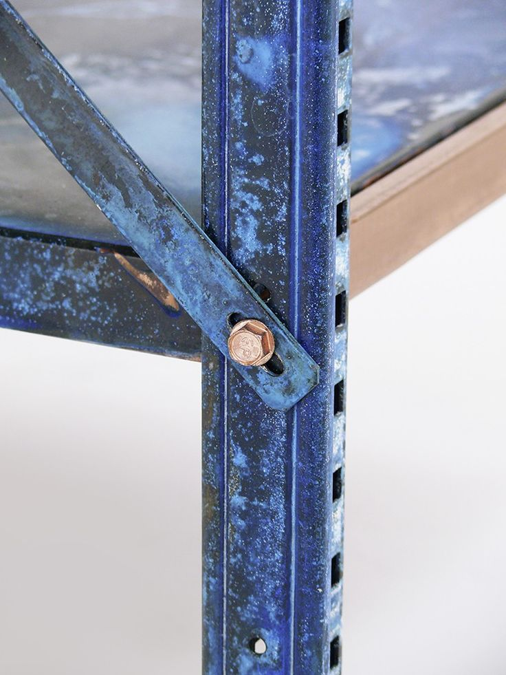 Oxidised metal surfaces create colours that provide information about a material