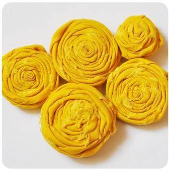 How to make fabric flowers! Tons of links to different kinds!