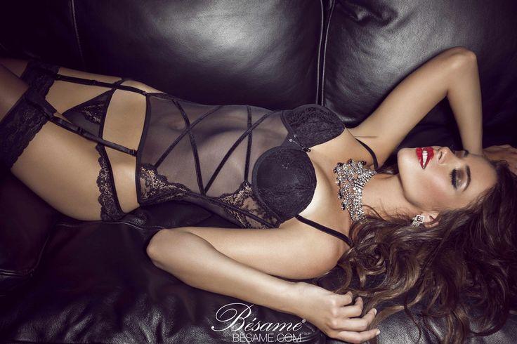Nada mas sexy y provocador que un corset.
