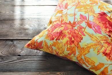 ReBelle Pracownia Dekoratorska i poszewka na poduchę z tkaniny Amy Butler
