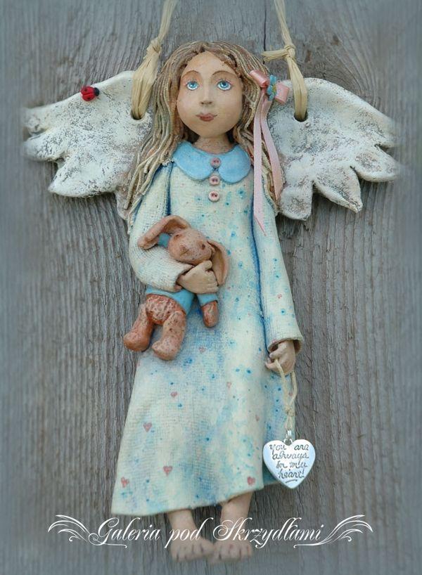 Galeria pod Skrzydłami: Anioł z niezapominajką we włosach Angel girl