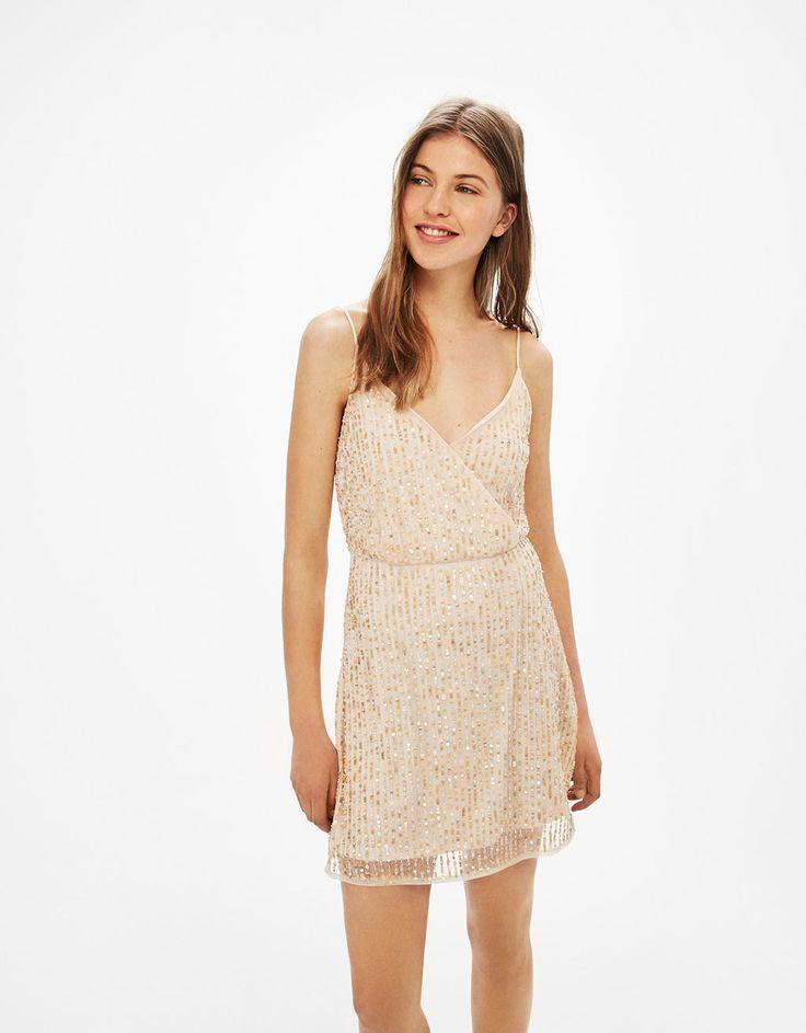 Φόρεμα με παγέτες και λεπτή τιράντα - Φορέματα - Bershka Greece