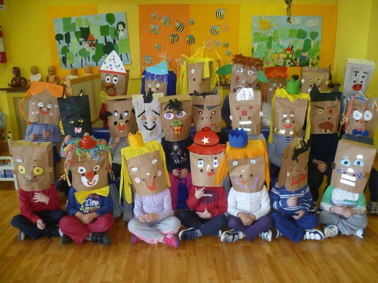 maschere realizzate coi sacchetti del pane
