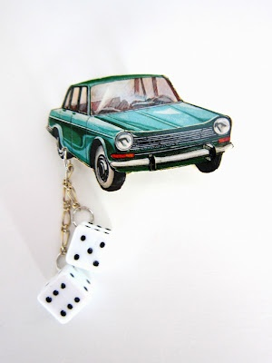 karvanoppa-auto, brooch made of paper and plastic dies