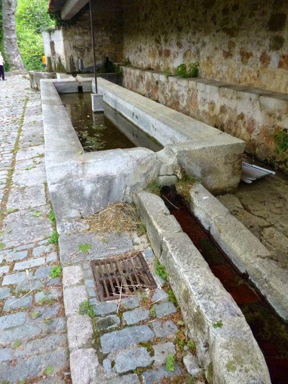Le lavoir de la Grande Fontaine à Châteauneuf de Grasse.