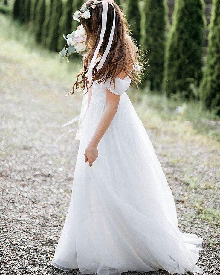 Another #fabulous #Raquette #Bride 💍 #brideslove #maisonraquette #wedding #bridal #gown #white #dress #designer #new #collection