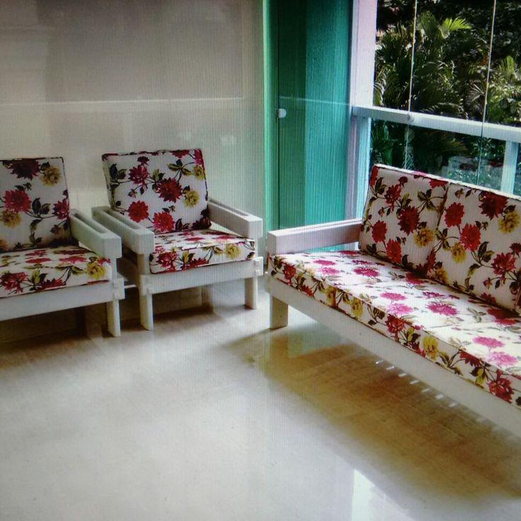 Conjunto sofá e poltronas em patina