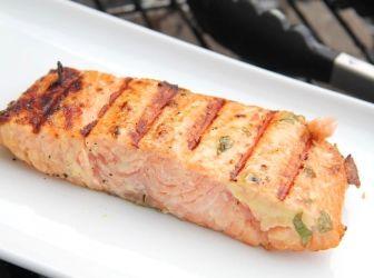 Majonézes-mustáros grillezett lazac recept: Egy zseniális grillezett lazac recept főételnek! Mellé párolt, vagy grillezett zöltségeket készíts! Zöld spárgával különösen finom! ;)