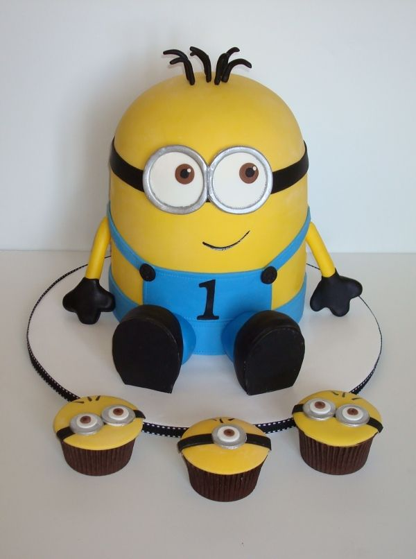 Despicable Me - cute cake! <3 not sure I could do it! But cute none the less!