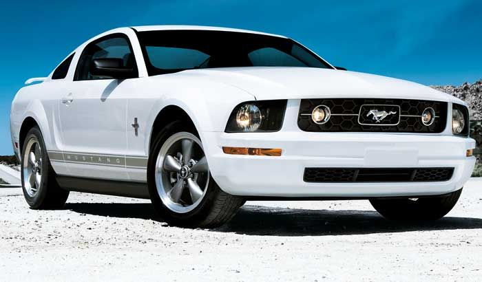 My first Stang, a 2006 V6 Ford Mustang.
