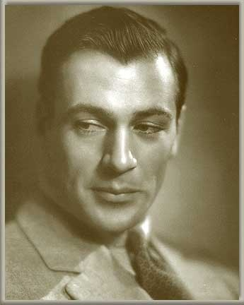 Gary Cooper- holy cow! He was a beautiful man❗