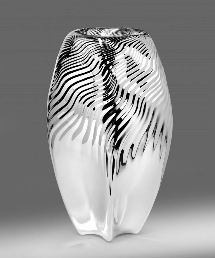 Vessu Vase by Zaha Hadid design