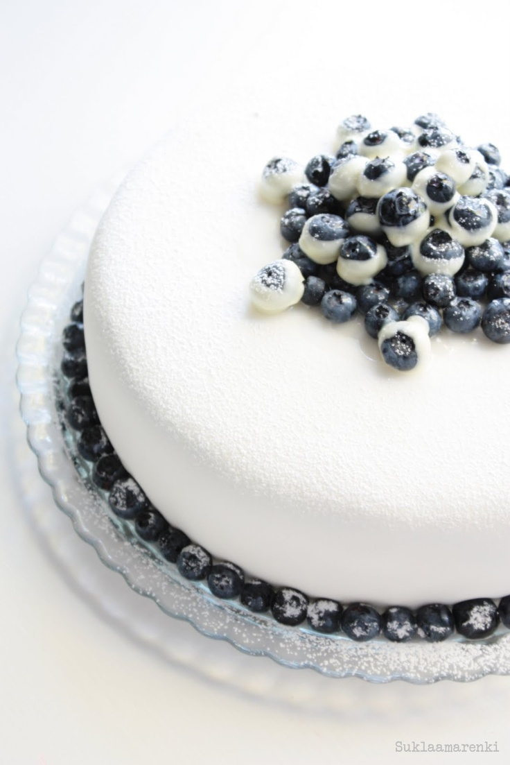 blueberries frosting cake
