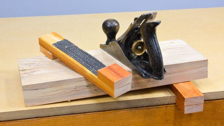 Workbench Tip: Use wood scraps to make Bench Horses AKA Bench Hangers. #woodworking #diy #lifehack