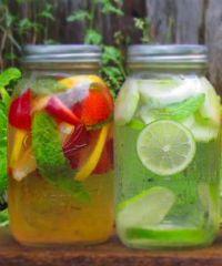 Healthy: water met smaakjes: We moeten elke dag 1,5 tot 2 liter water per dag drinken. Dat is heel belangrijk, maar soms schiet het er een beetje bij in. En zeg nou zelf: de hele dag alleen maar water (Icetea Maken)