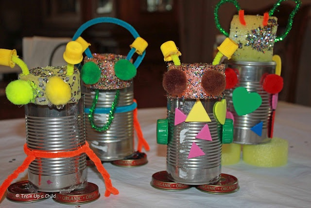 Making robots from recycled materials boys will love this for Simple recycled materials
