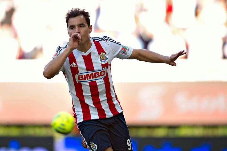 OMAR BRAVO ACORTA DISTANCIA CON CHAVA REYES || El delantero del Guadalajara llega a 118 goles y está a cuatro de la marca del máximo anotador de Chivas. En el actual Clausura 2015, Bravo lleva tres goles. Saturnino Cardozo pierde por primera vez ante el Rebaño.