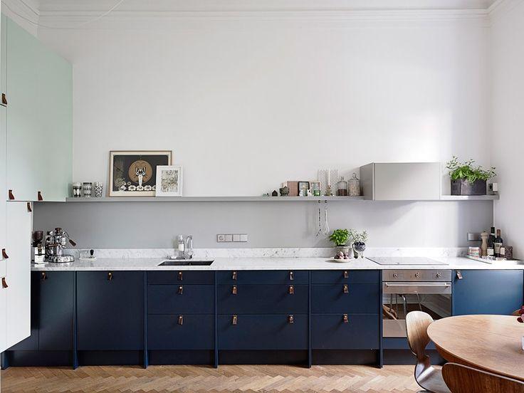 gabinete azul marinho em cozinha