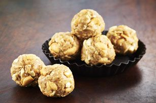 Chia seeds and cashews for added both flavour and crunch to this Crunchy Peanut Butter Snack Bites with Chia recipe.  A great snack or afternoon treat,  these peanut butter treats are sure to become a new family favourite.
