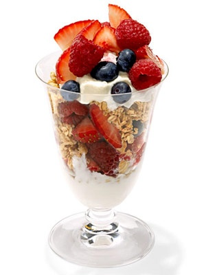 Yogurt Parfait Snack Cup ~ we ❤ this! moncheriprom.com yogurtparfaits