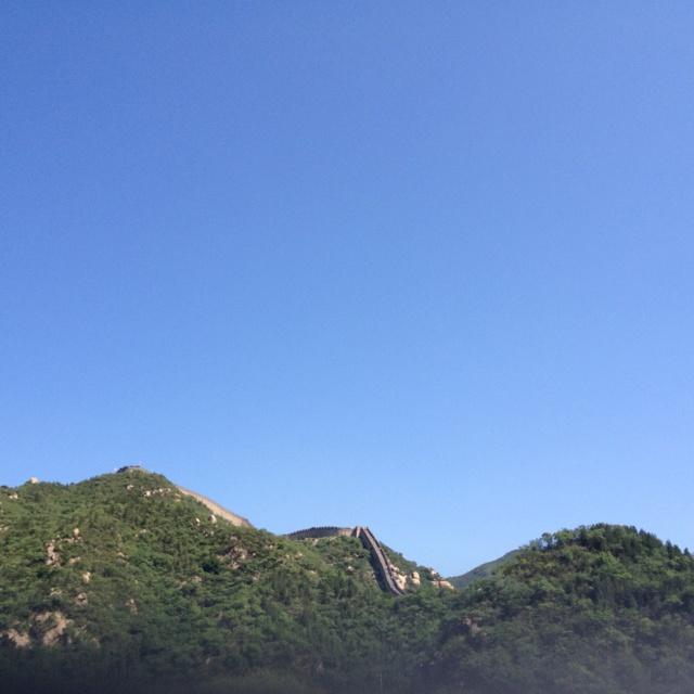 달리는 차 안에서 본 만리장성. 중국 온지 7년만에 처음 본 만리장성이다...