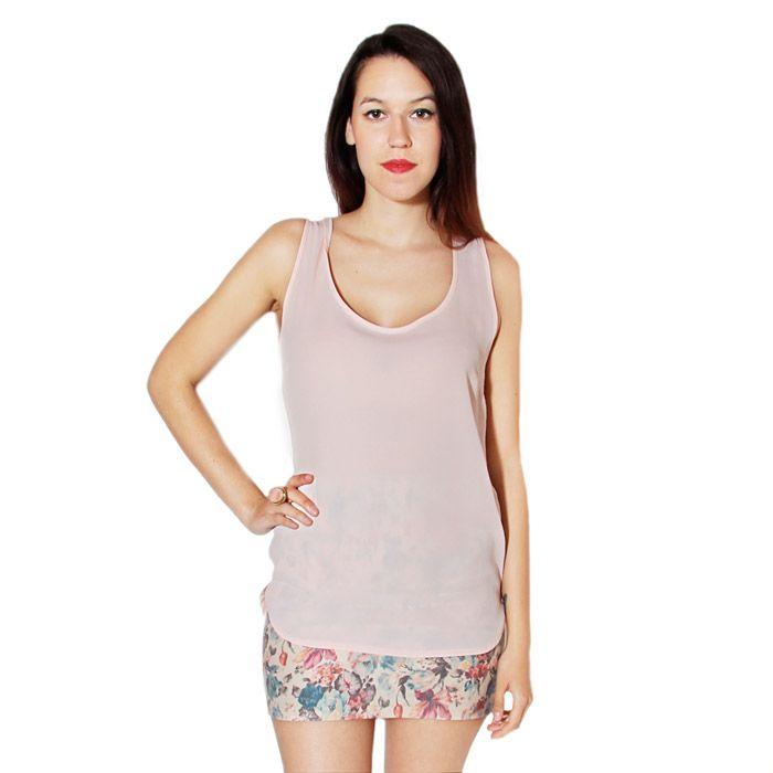 Camisa básica en color rosa palo.