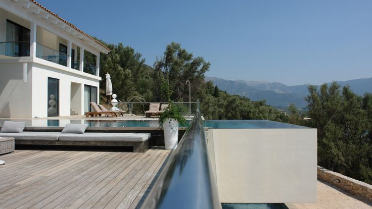 Modern holiday home with infinity pool in Greece, designed by BNLA architecten.