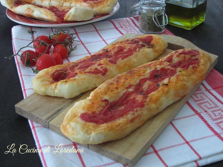 Un soffice impasto lievitato si trasforma in deliziose ed irresistibili Lingue di Pizza che vi conquisteranno al primo morso