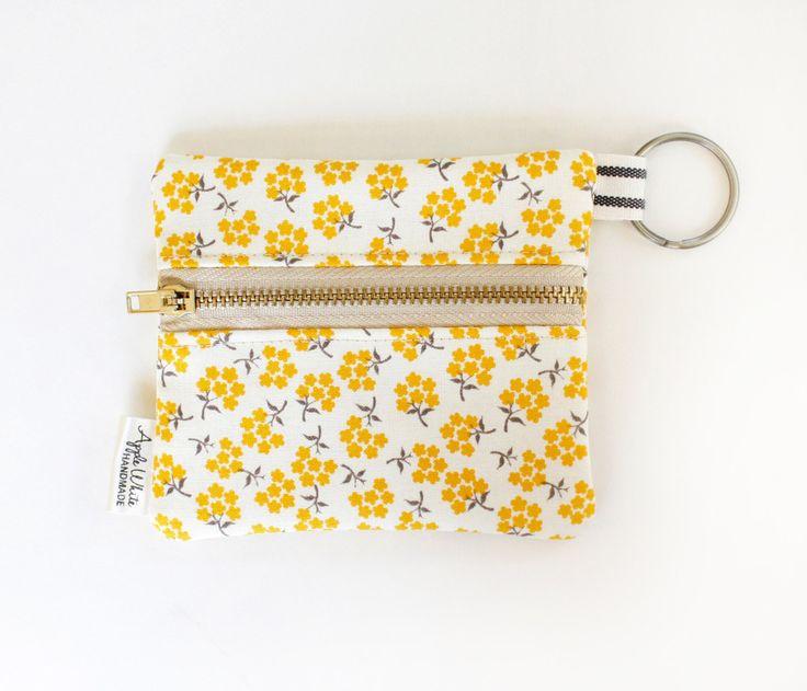 Pièce florale jaune sac à main portefeuille, carte d'étudiant, porte-clés, Gray, idée cadeau, porte-carte, porte-cartes de crédit, titulaire de la carte de cadeau by AppleWhite on Etsy