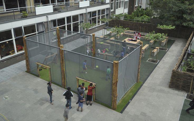 Voetbal! Een vriendelijke pannakooi op het schoolplein. Ton van Beek Buitenruimte & Archictuur