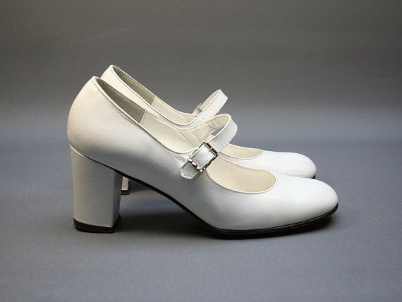 White Mary Janes pumps, Leather women heel shoes, Wedding, White party, Size fr 35 / uk 2.5 / us 4, French brand, Vintage 1980s  #vintage #white #pumps #shoes #mary #janes #maryjanes #wedding #fashion #French