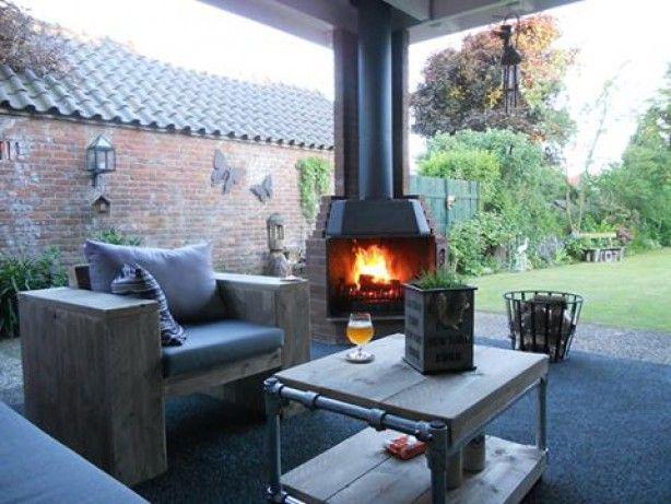 17 beste idee n over buiten open haard op pinterest achtertuin paradijs achtertuin keuken en - Opslag idee lounge ...