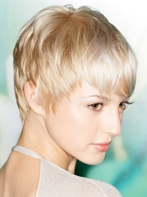 pixie+cut,+pixie+haircut,+cropped+pixie+-+blonde+pixie+hairstyle