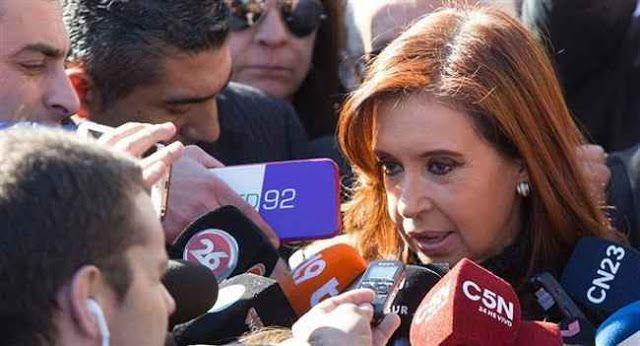 """PLAN """"GRAN HERMANO"""": CRISTINA ACUSO AL GOBIERNO DE QUERER CREAR UN """"ESTADO POLICIAL""""   """"Te van a vigilar y controlar""""  La expresidenta Cristina de Kirchner cuestionó al Gobierno nacional por el traspaso de la base de datos personales de la Anses a la Jefatura de Gabinete y deslizó que el Estado podría utilizar la información privada de millones de argentinos para tareas de inteligencia.Según la exmandataria por este """"acuerdo""""' la Anses le """"entrega"""" a la Secretaría de Comunicación la…"""