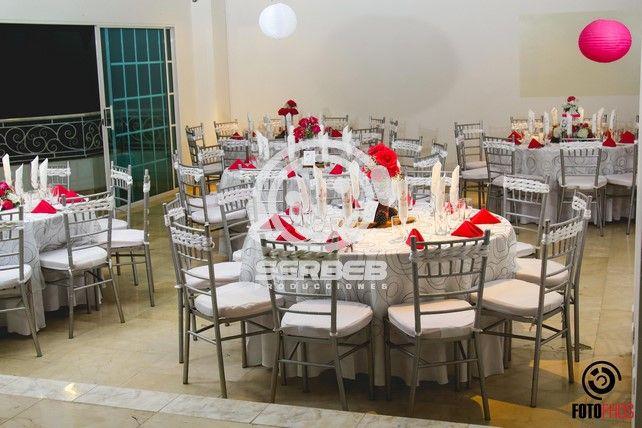 La mejor opción de silla para tu boda es la Tiffany; manejamos en Plateada, Dorada y Blanca.