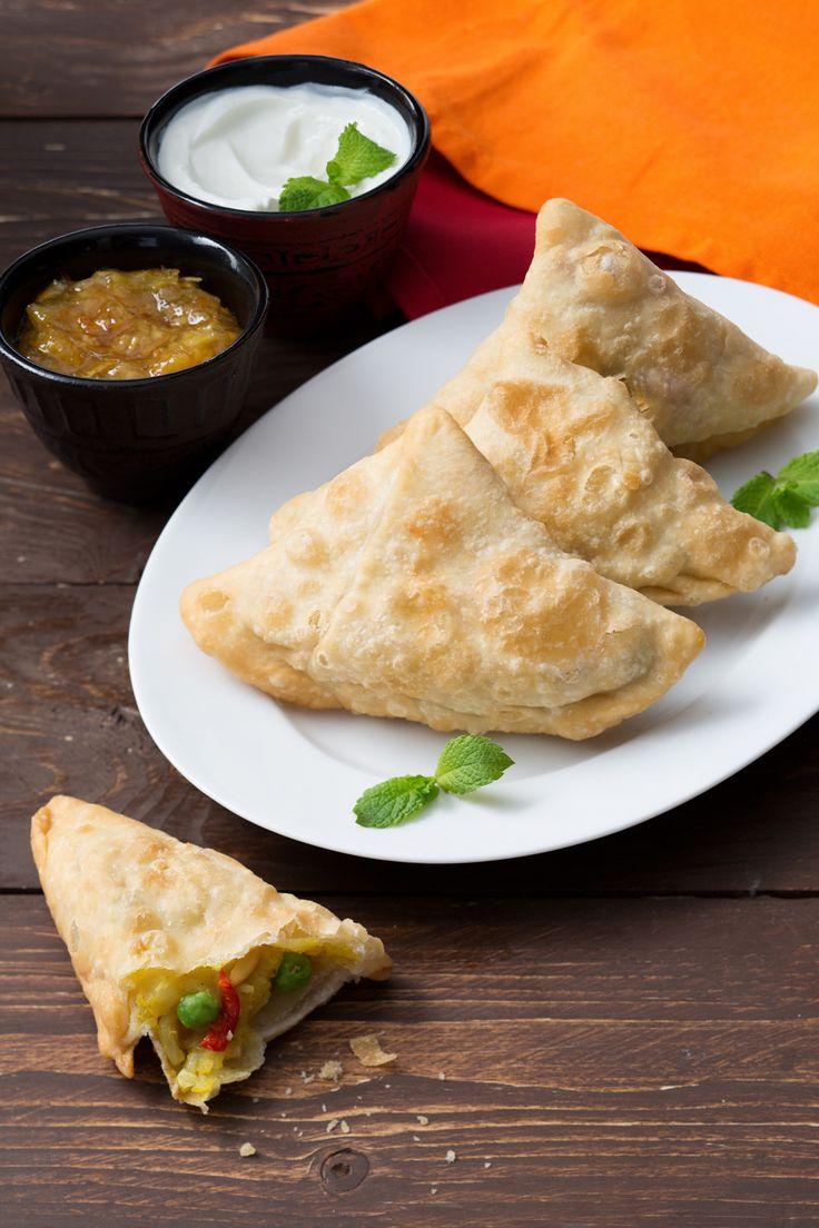 Samosa: dall'India arrivano questi deliziosi fagottini fritti e ripieni. Perfetti per buffet e aperitivi!  Indian smaosa