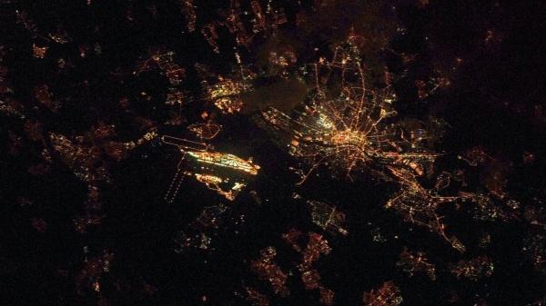 Ein Blick aus der Internationalen Raumstation ISS auf das Rhein-Main Gebiet. Der Flughafen ist besonders gut zu erkennen.