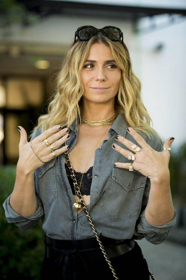 A nova tendência estilosa de Atena, personagem de Giovanna Antonelli em 'A Regra do Jogo', são as unhas decoradas com desenhos geométricos