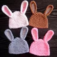 Every beginner can make this adorable Bunny hat - the crochet pattern is easy and simple!