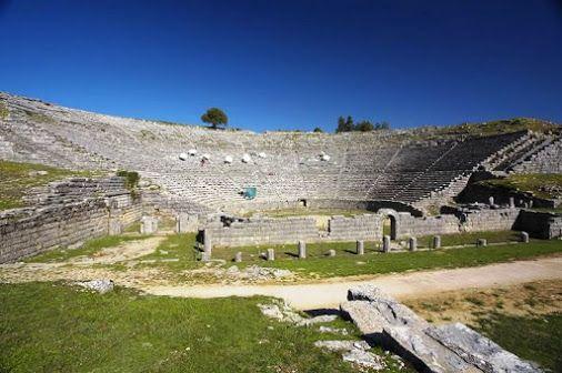 "Tο Αρχαίο Θέατρο της Δωδώνης ξαναζωντανεύει μέσα από παραστάσεις που πραγματοποιούνται κατά τους καλοκαιρινούς μήνες.Απόψε στις 9:00 αναβιώνει το έργο ""Βάκχες"" του μεγάλου αρχαίου τραγικού μας ποιητή Ευρυπίδη.  http://www.aktihotel.gr/dodoni #Dodonitheatre #Vakxes   #Evripidis  #Aktihotel   #Ioannina"