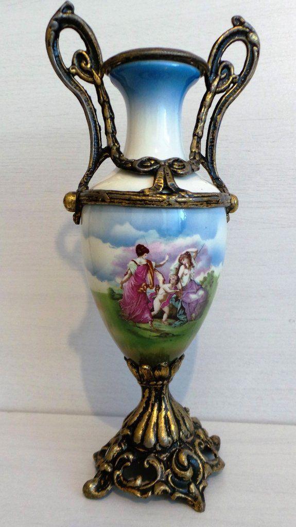 Antiga Ânfora De Porcelana Francesa Com Aplicação de Metal. Cerca de 1910.