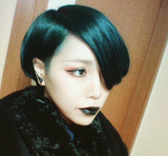 WEBSTA @ magukasu - #me #selfie #hairstyle #黒 #Gothic #dark #black #マニパニ #マニックパニック #緑 #グリーン #髪色 #メイク #make #黒リップ
