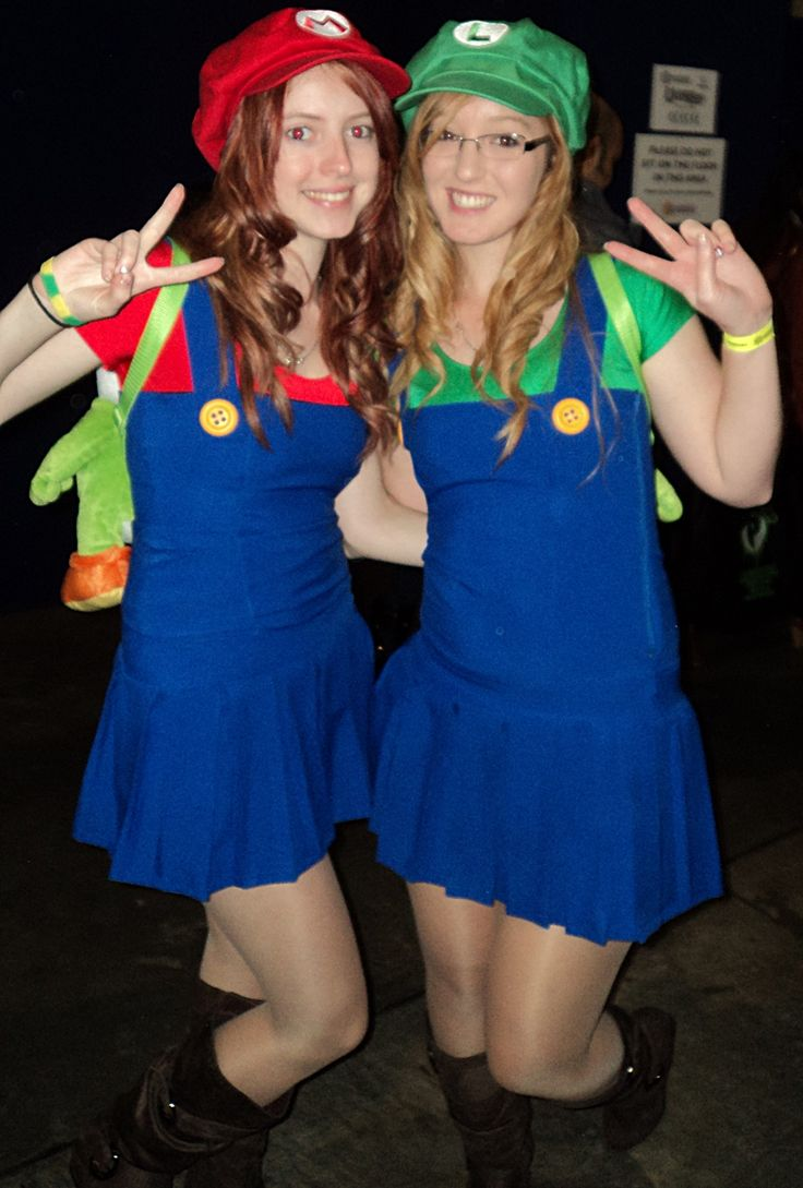 sexy mario and luigi cosplay girls at supanova sydney 2013 - Girl Mario And Luigi Halloween Costumes