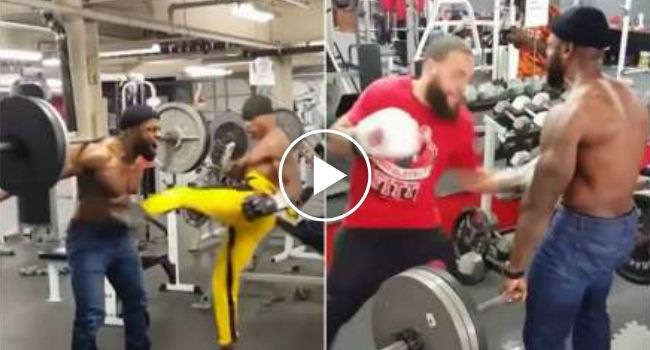 Homem Transforma-se Em Verdadeiro Saco De Boxe Enquanto Faz Exercícios De Musculação e Agachamentos